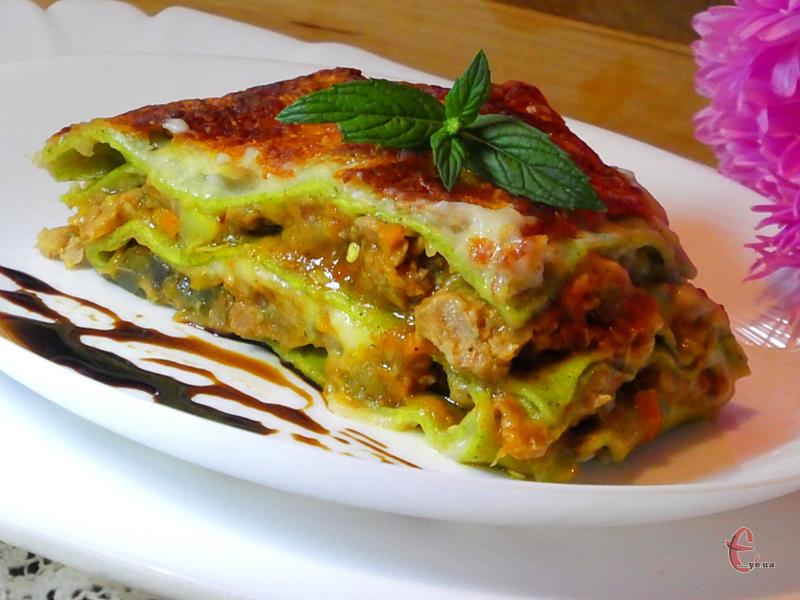 Існує понад сто рецептів лазаньї, проте мій улюблений - комбінований: з м'ясним фаршем та овочами.