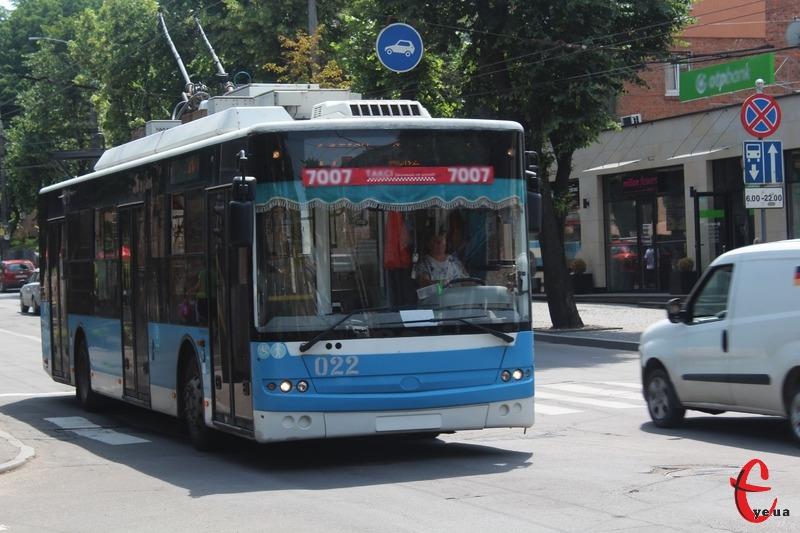 Хмельницькі тролейбуси перейшли на безготівковий розрахунок з 1 липня
