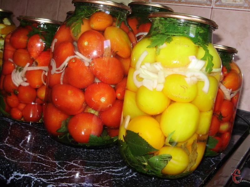 А томати і правда дуууже смачні виходять. Не солоні, в міру солодкуваті й зовсім не кислі.