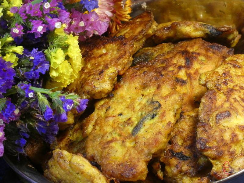Січеники можна подати з овочевим салатом або будь-яким гарніром із круп, а також з картоплею.