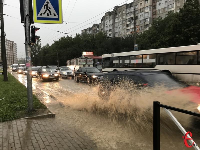 Хмельницький знову накрила потужна злива