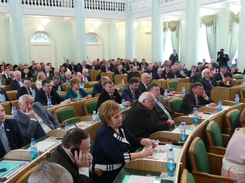 Депутати проголосували за виділення цим структурам коштів на потреби, пов'язані із участю у проведенні АТО.