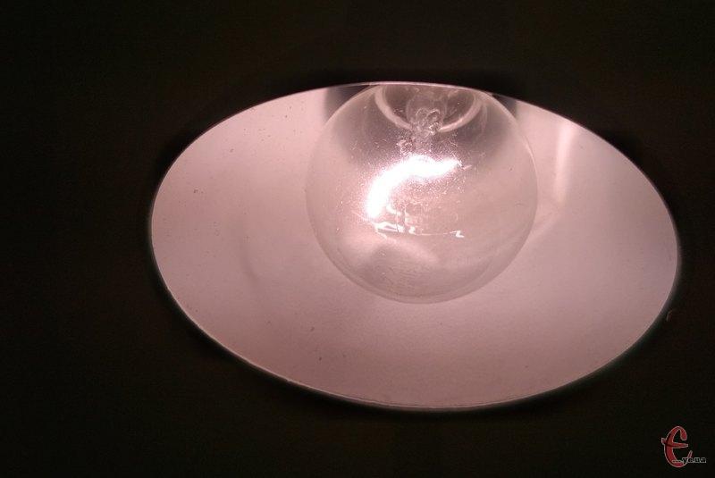 Світла в помешканнях хмельничан не буде впродовж восьми годин