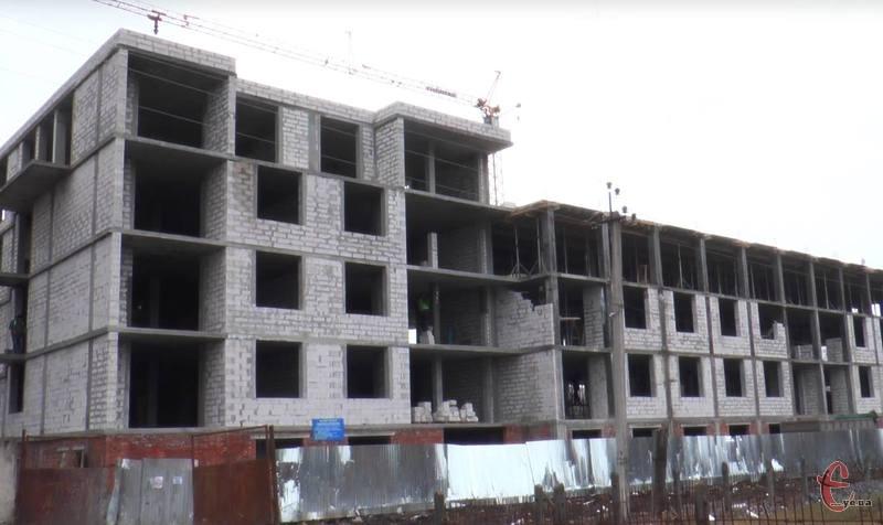 Поки суд розпочне розгляд позову Хмельницької міської ради, будівництво триває