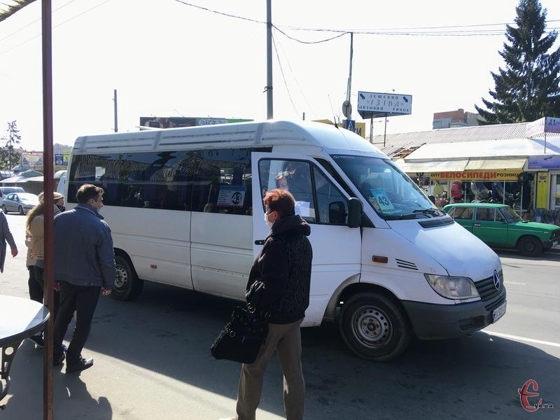 Під час карантину перевозять лише сидячих пасажирів