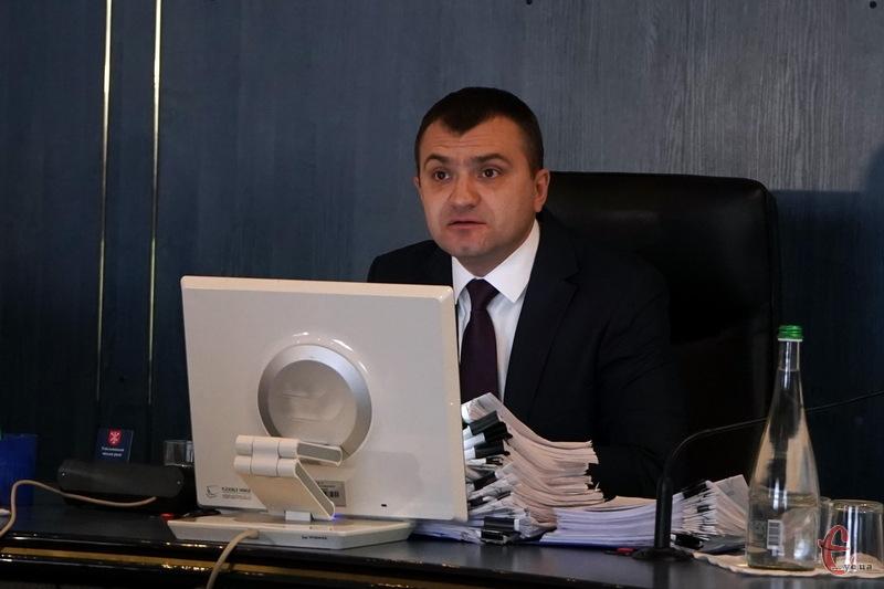 Олександр Симчишин, міський голова Хмельницького, закликав правоохоронців активніше реагувати на різні антидержавні рухи, які відбуваються в місті