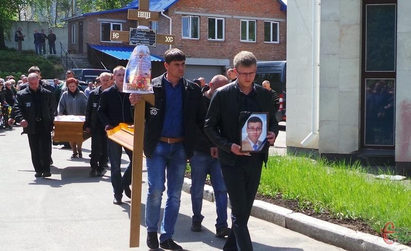Сергія Чекмана поховали на кладовищі у Шаровечці.