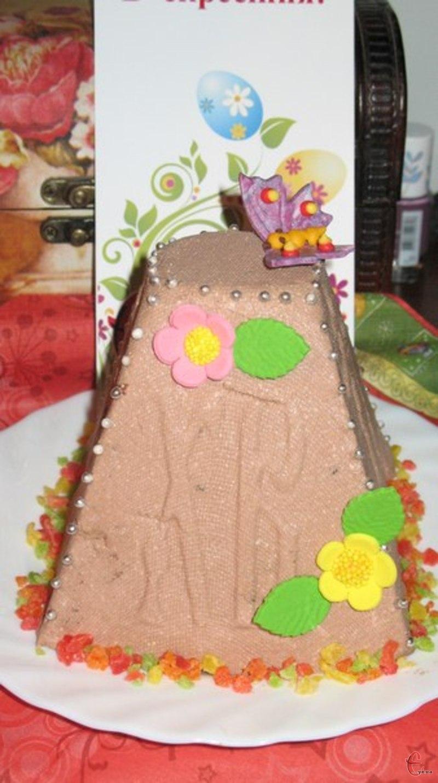 Сирні паски традиційно роблять у вигляді високої піраміди – уособлення Голгофи.