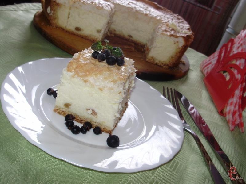 Львівський сирник — легкий і ніжний десерт, без якого не можна собі уявити жодної кав`ярні Львова.