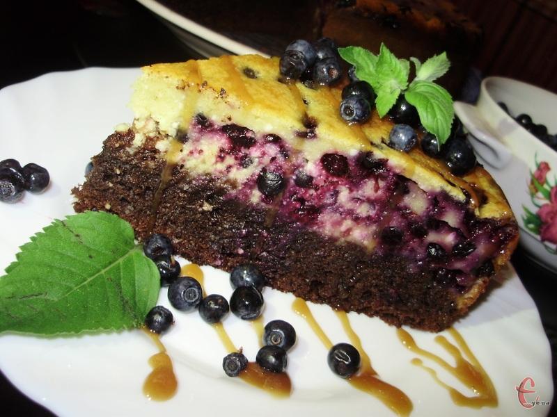 Оскільки я любитель усього сирного та божевільний фанат чорниці, цей пиріг мене одразу ж зацікавив!