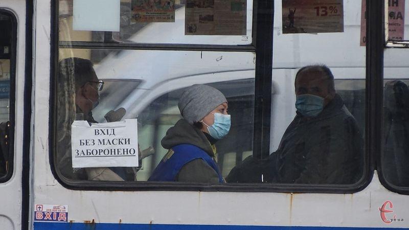 За словами міського голови, кількість виявлених випадків коронавірусної інфекції та госпіталізацій в місті збільшується