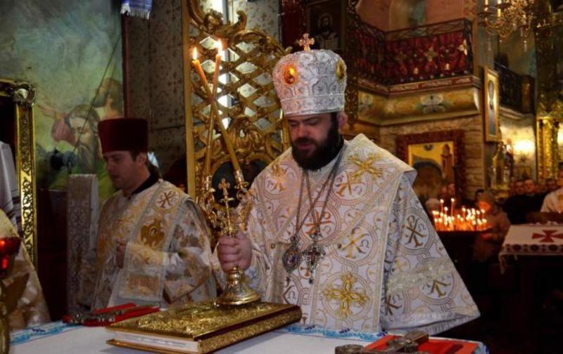 Священику-гуляці, що став відомим після «відриву» в барі, таки не дозволили знову служити в церкві