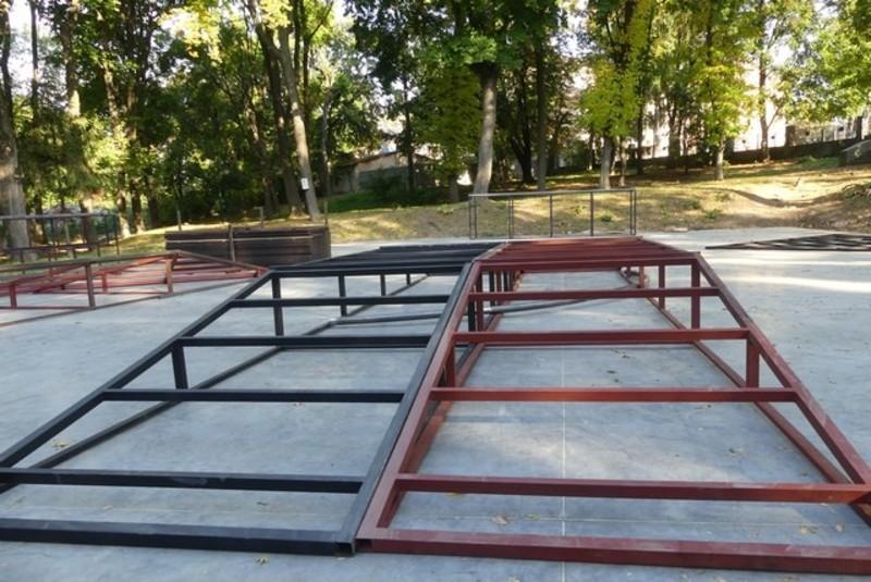 У парку Героїв Євромайдану завершується встановлення конструкцій для скейтмайданчика