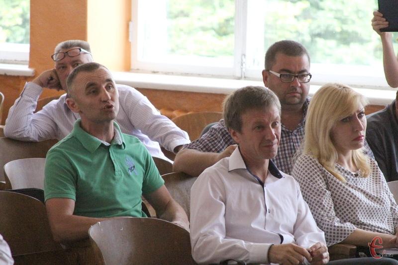 Більше півтори години депутати Старокостянтинівської міської ради обговорювали ситуацію навколо міського сміттєзвалища