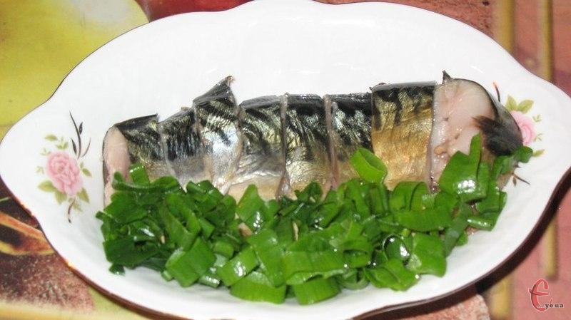 Така рибка і за зовнішнім виглядом, і за смаком дуже нагадує скумбрію холодного копчення