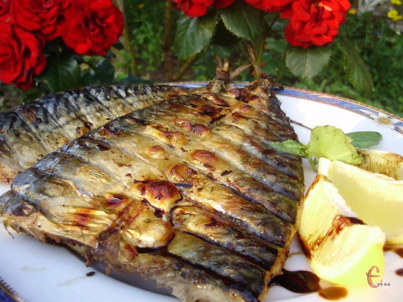 Поки сезон пікніків не скінчився є ще можливість спробувати приготувати рибку на багатті.