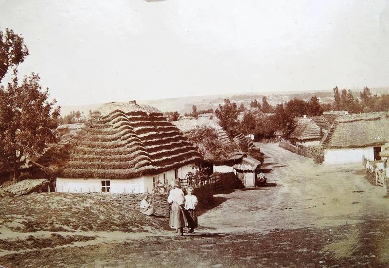 У XVIII столітті мазури поселилися в тодішньому Плоскирові та сусідніх селах, зокрема Гречанах