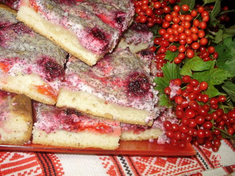 Ніжне тісто, ароматні соковиті сливи й смачний ніжний крем!