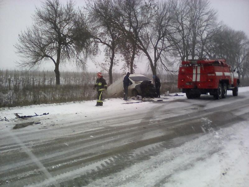 Рятувальники витягли з кювету два автомобілі, куди вони потрапили внаслідок ДТП