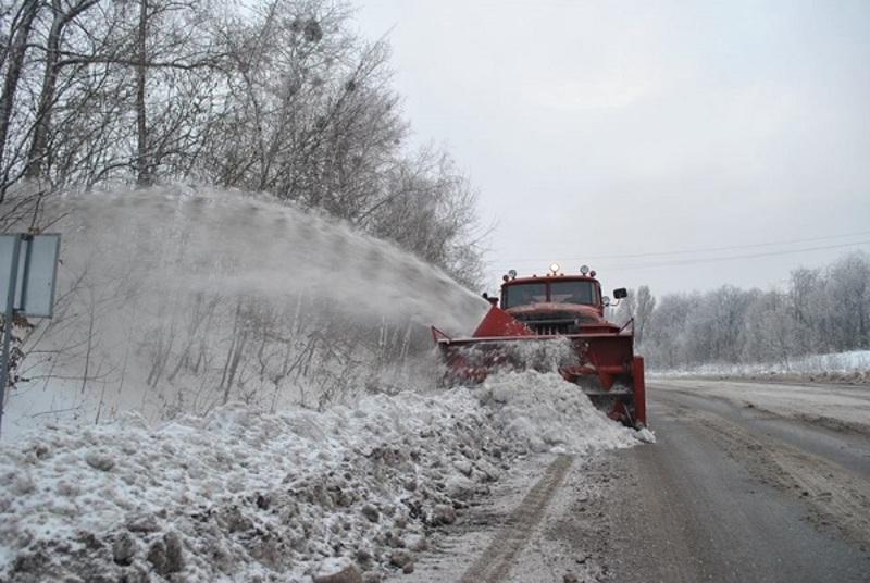 Проїзд по всій мережі автодоріг області, за таких складних погодних умов, був ускладнений