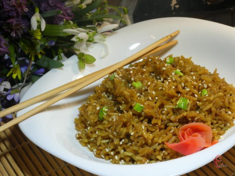 Смажений рис завжди ідеально розсипається.