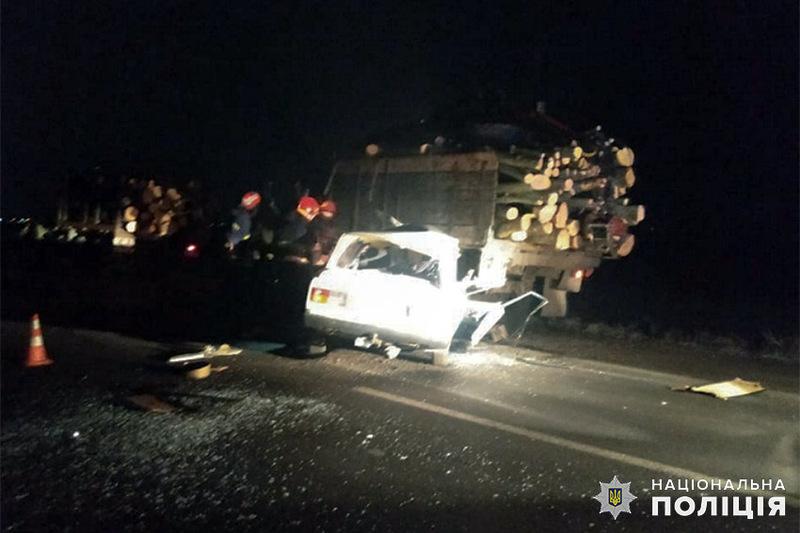 У результаті ДТП 28-річний пасажир автомобіля «ВАЗ» від отриманих травм помер на місці події