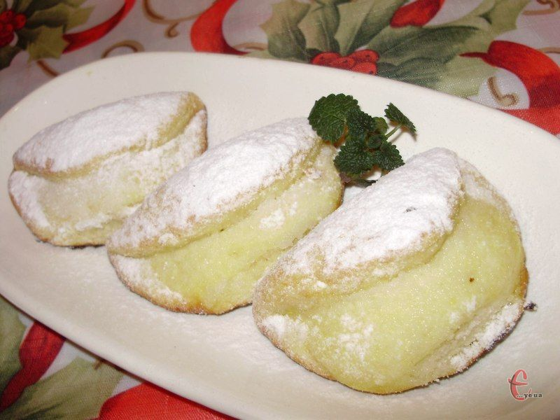 Ці солодкі пиріжки з сирною начинкою ідентичні тим, які продавали в радянських їдальнях за 10 копійок.