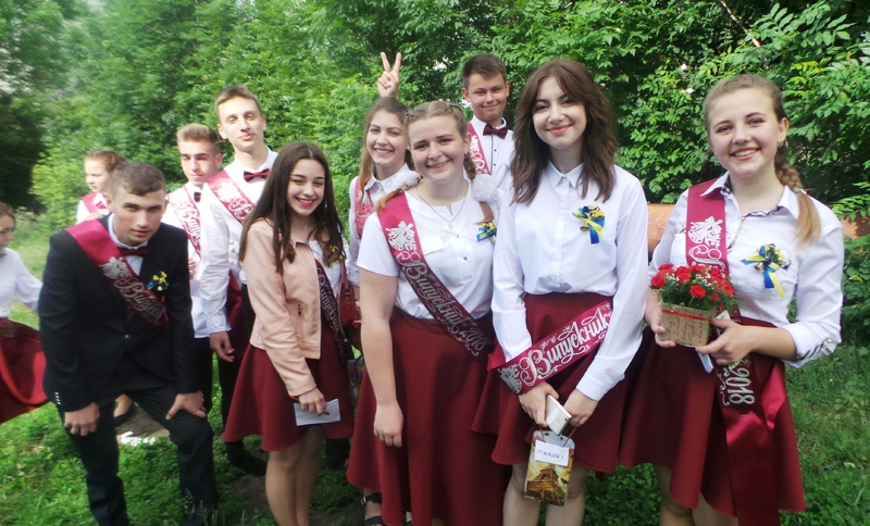 Цього року у Хмельницькому прощаються з школою 1550 випускників