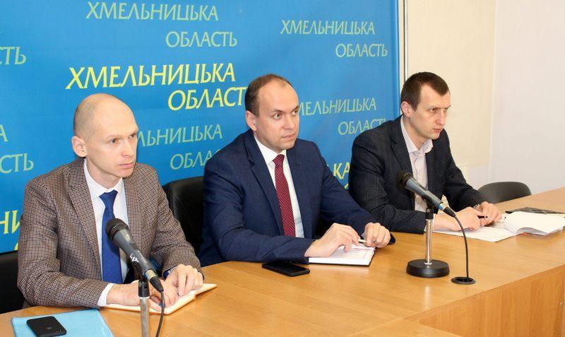 Роман Примуш (на фото - зліва) відсьогодні офіційно призначений на посаду першого заступника голови Хмельницької ОДА.