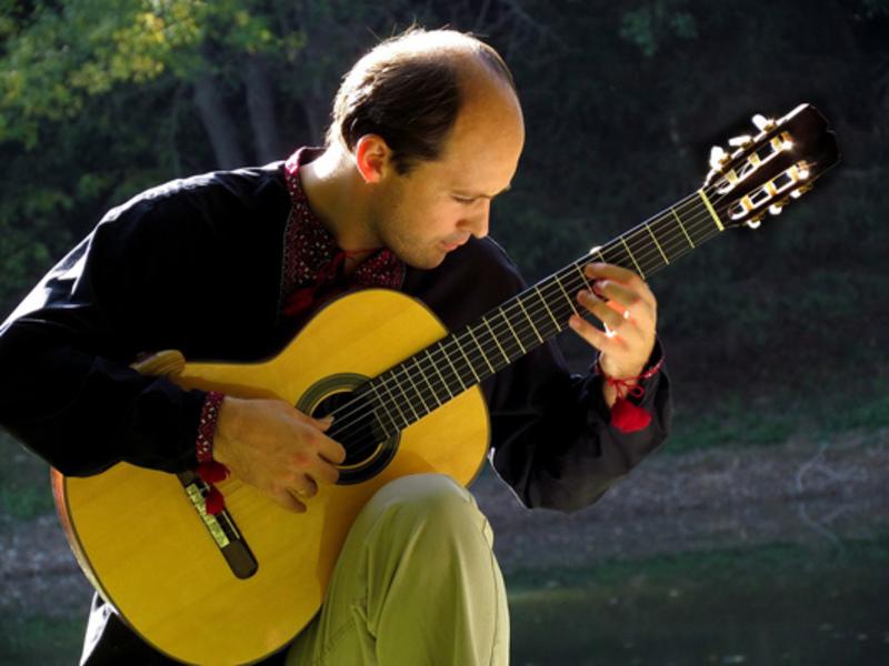 Михайло Вігула двічі брав участь у встановленні світового Рекорду Гіннеса в категорії «Найдовший гітарний концерт».