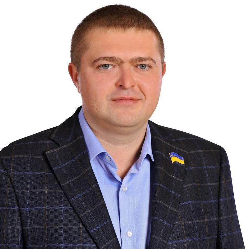 Депутат Скочеляс, згідно із декларацією, є співвласником 12 товариств з обмеженою відповідальністю