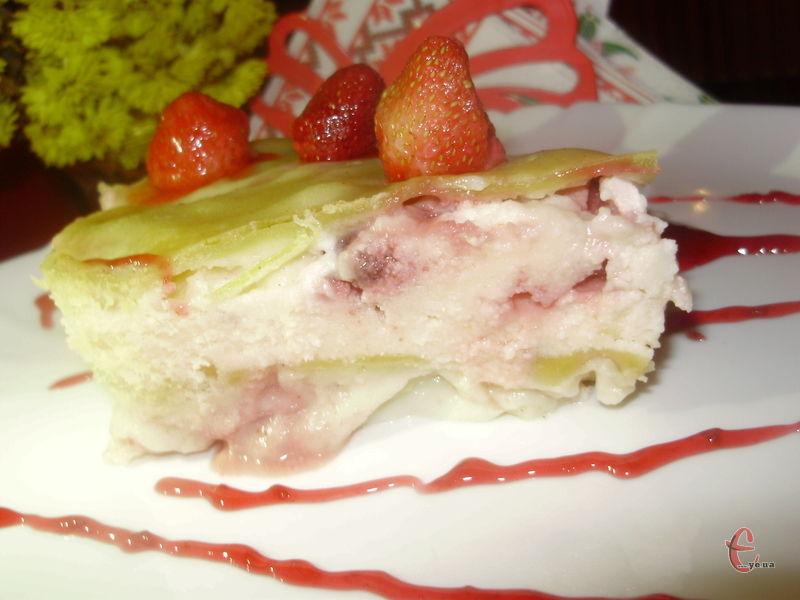 Неймовірно смачний, ароматний і ніжний десерт, який більше нагадує листковий пиріг чи запіканку.
