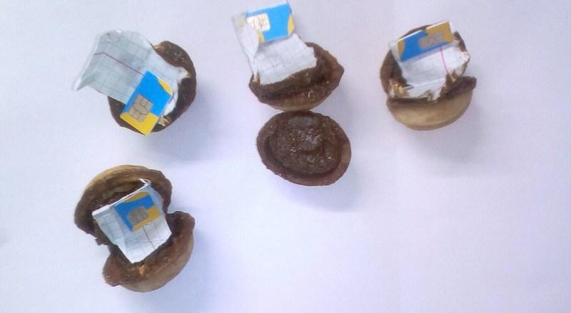 Для затриманого принесли горішки з «картковою» начинкою
