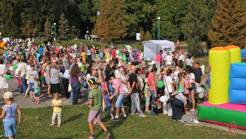 Учасники свята зазначають, що такі заходи у Хмельницькому відбуваються вкрай рідко, хоч діти від них у захваті.