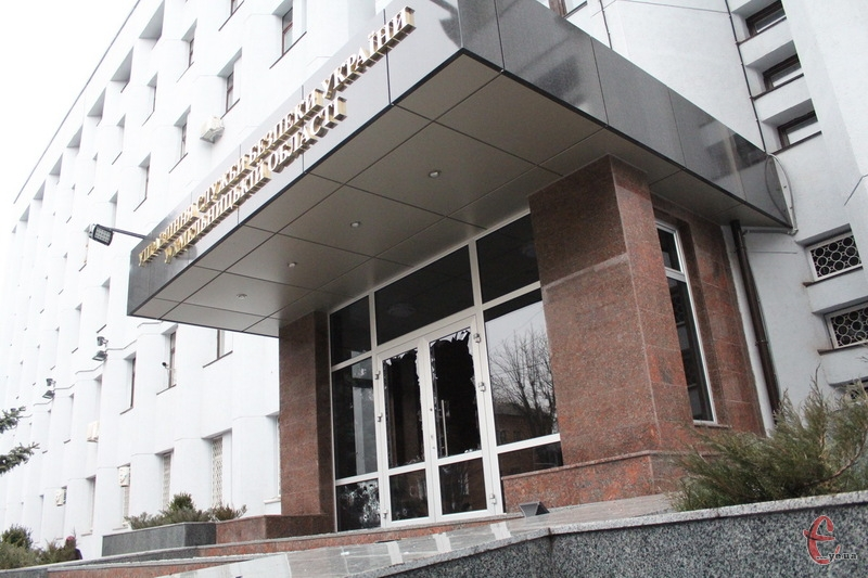 Перші постріли 19 лютого 2014 року пролунали з центрального входу до приміщення управління СБУ в Хмельницькій області