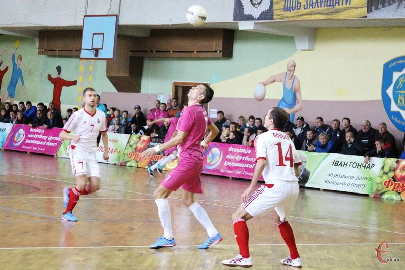 Вже цієї суботи хмельничани в рідних стінах прийматимуть харківський Локомотив, якому для виходу до фіналу достатньо виграти лише один матч