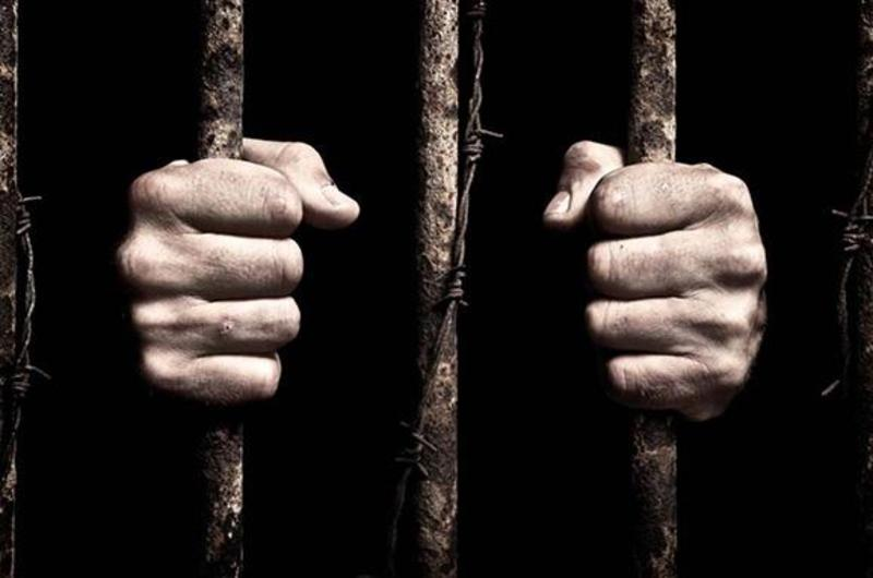 Одному з конвоїрів, який охороняв в'язнів, загрожує від трьох років ув'язнення