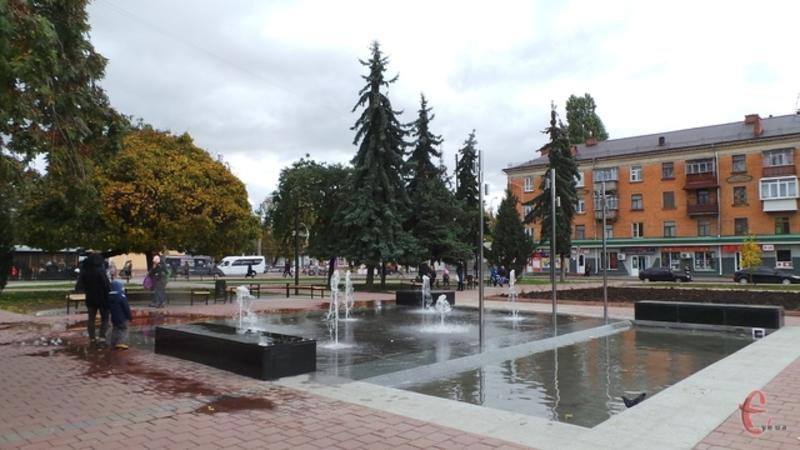 Восени на привокзальній площі запрацював пішохідний фонтан