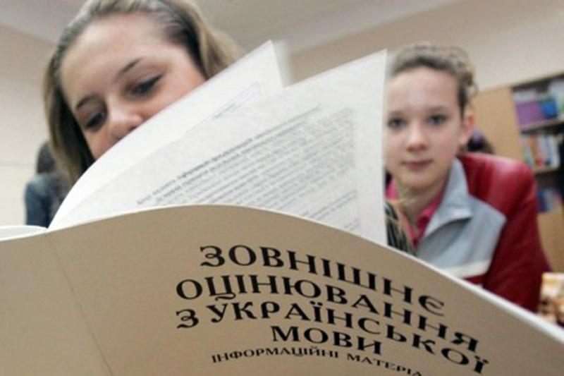 У Шепетівській спеціалізованій школі-інтернат І-ІІІ ступенів з поглибленим вивченням окремих предметів та курсів із 25 випускників 11 не змогли набрати 22 бали з української мови та літератури.