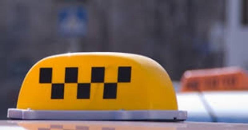 Таксисту-нелегалу призначили сплатити штраф