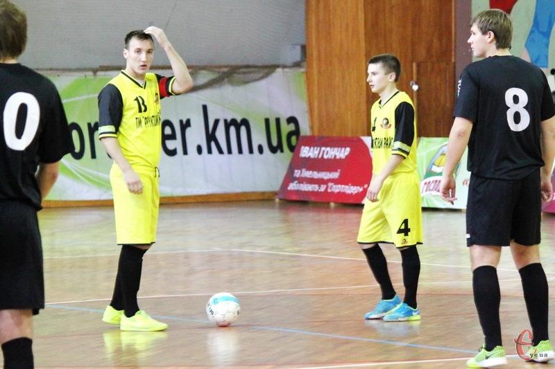 Руслан Шеремета (№13) у новому сезоні навряд чи допоможе Спортлідеру-2, оскільки він виступає за Спортлідер+ в Екстра-лізі