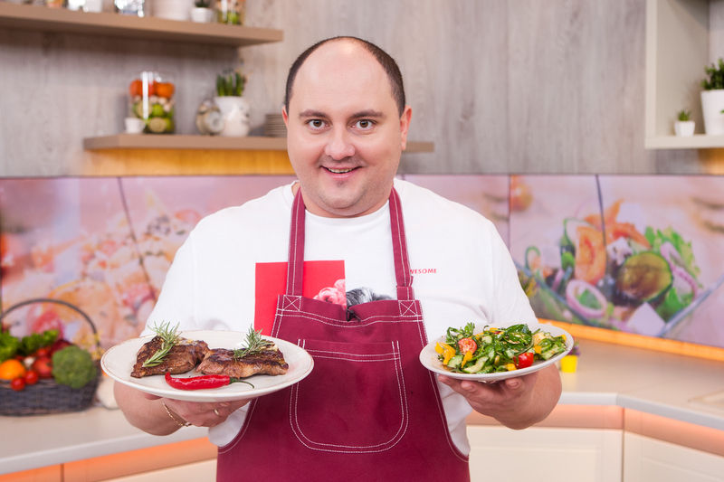 Батьки багато працювали, приходили додому вже близько 9 вечора, тому всю свою шкільну «кар'єру» вечерю готував я, – пояснив Юрій походження свого кулінарного таланту
