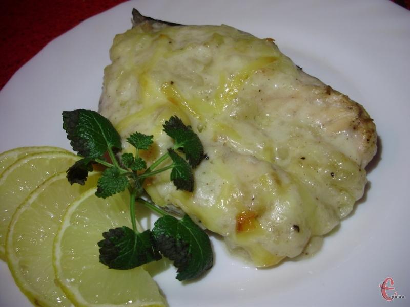 Дуже ніжна й соковита рибка із неповторним смаком. Рецепт – справжня знахідка!