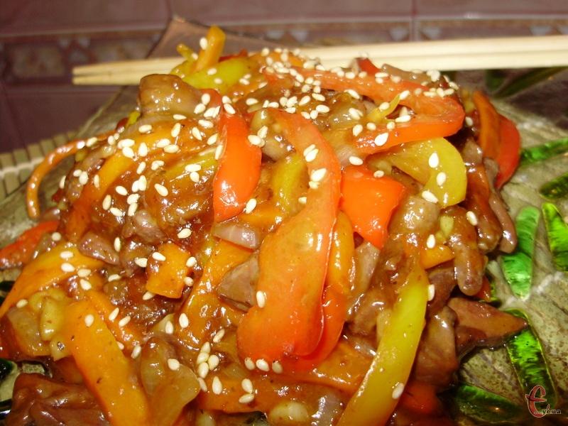Це не якась конкретна страва, а дуже популярна по всій Азії технологія приготування їжі.