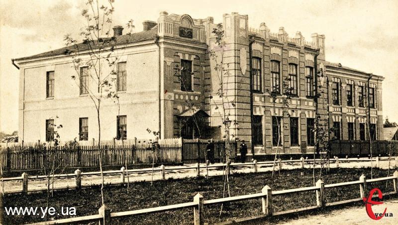 12 жовтня сто років виповнюється одному із найдавніших навчальних закладів Поділля – Хмельницькій гуманітарно-педагогічній академії
