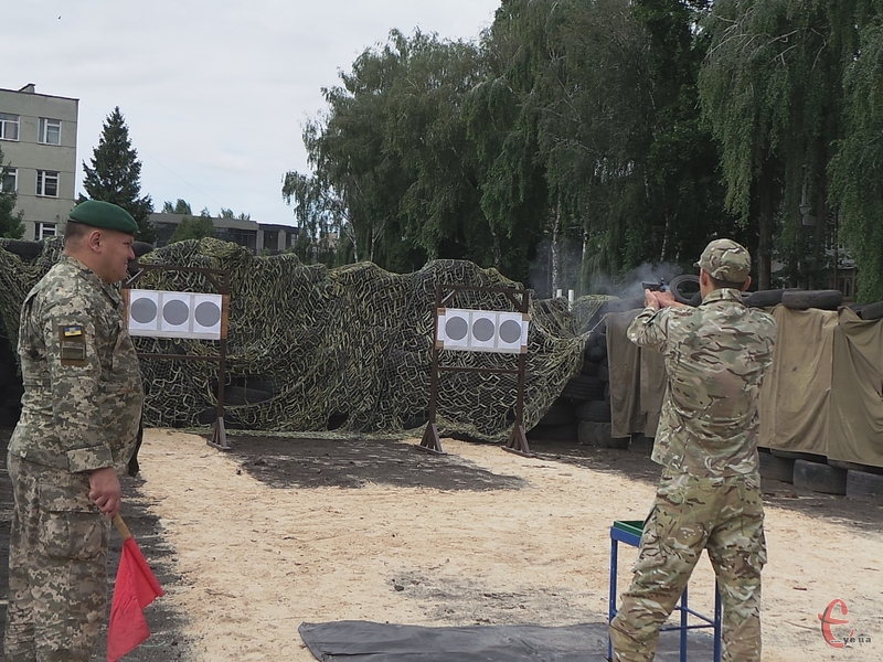 Прикордонники демонстрували свої навики в універсальному бою