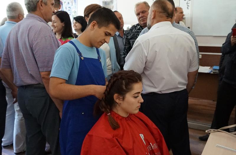 У номінації «Перукарське мистецтво» перше місце здобув кам'янчанин Михайло Ткачик