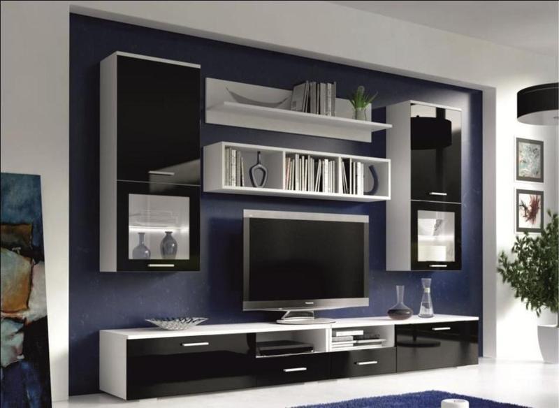 Стінка має включати в комплект декілька шаф для зберігання одягу зі зсувними або звичайними дверцятами