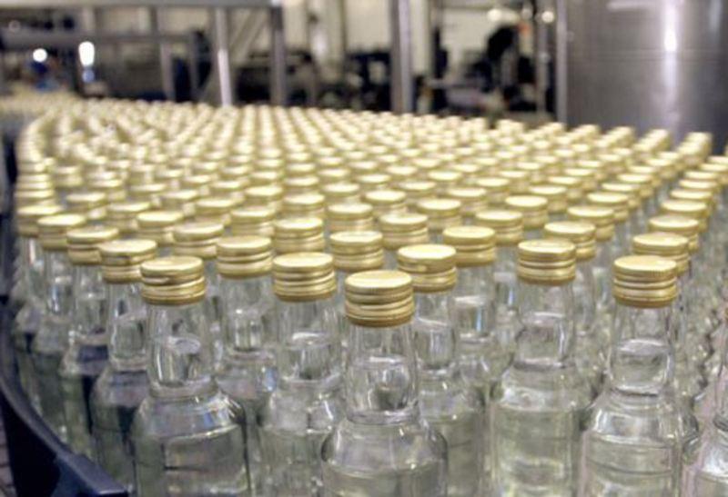 У підпільному цеху вилучили понад 24 тисячі пляшок горілки