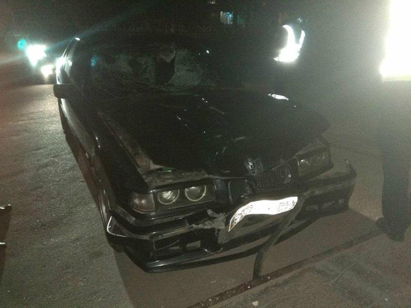 Автомобіль на швидкості збив двох людей